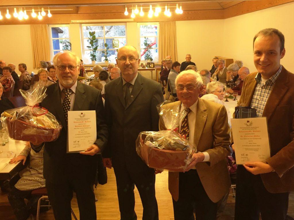 Ferdi Müller (Mitte) mit den Jubilaren Bernhard Kilbinger, Ludwig Scheh und Dr. Christian Müller